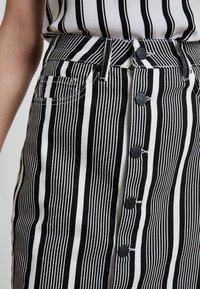WHY7 - DANI SKIRT STRIPE - Denimová sukně - black/white - 3