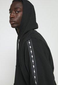 Nike Sportswear - REPEAT HOODIE - Sweatshirt - black/white - 3