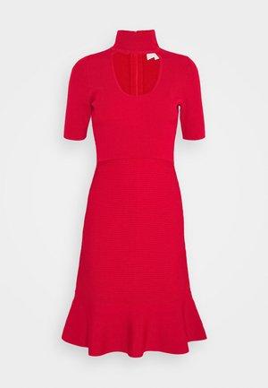 Pletené šaty - crimson
