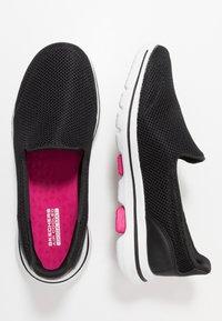Skechers Performance - GO WALK 5 - Chaussures de course - black/pink - 1