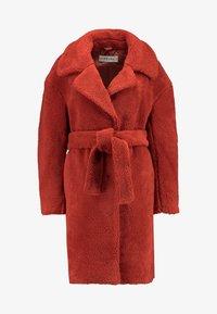 Ivyrevel - BELTED COAT - Płaszcz zimowy - burnt red - 4