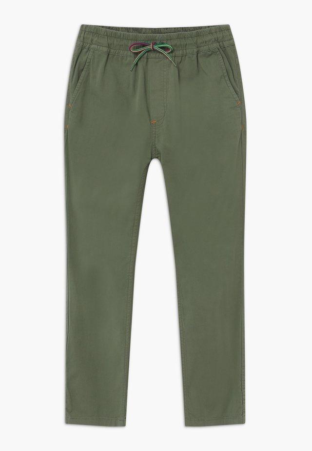 AGUSTO - Trousers - khaki