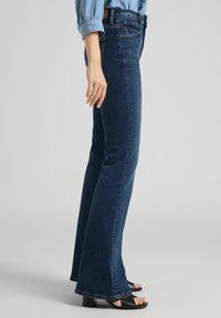 Lee - BREESE - Flared Jeans - dark de niro - 3