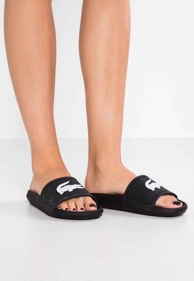 CROCO SLIDE  - Sandales de bain - black