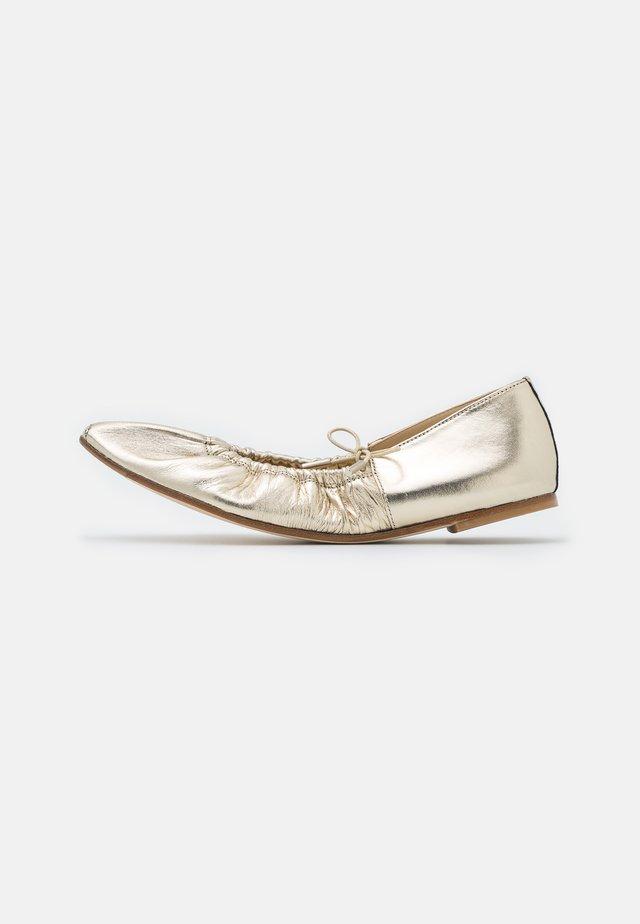 REGINA - Baleriny - gold metallic