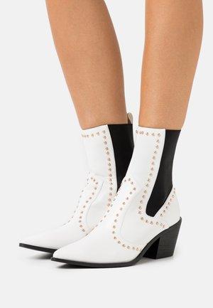 HAYDEN - Støvletter - white