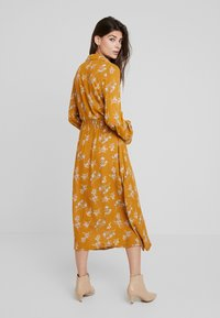 Louche - KALINDA - Shirt dress - mustard - 3