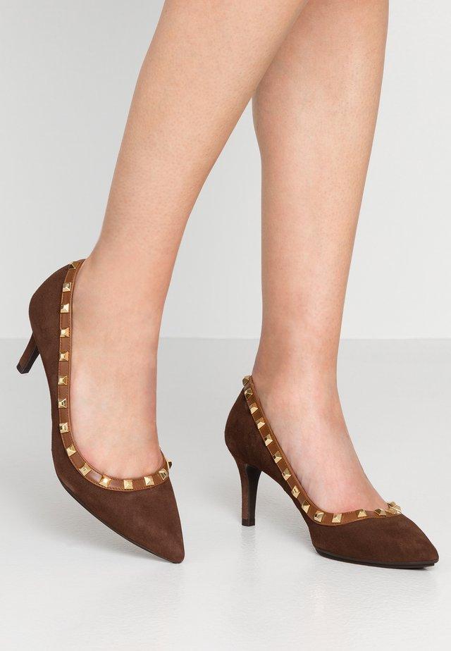 EIRA GO - Classic heels - caoba