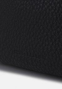 FREDsBRUDER - MIEZE - Across body bag - black - 5
