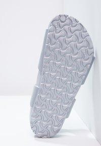 Birkenstock - RIO - Sandály do bazénu - metallic silver - 4