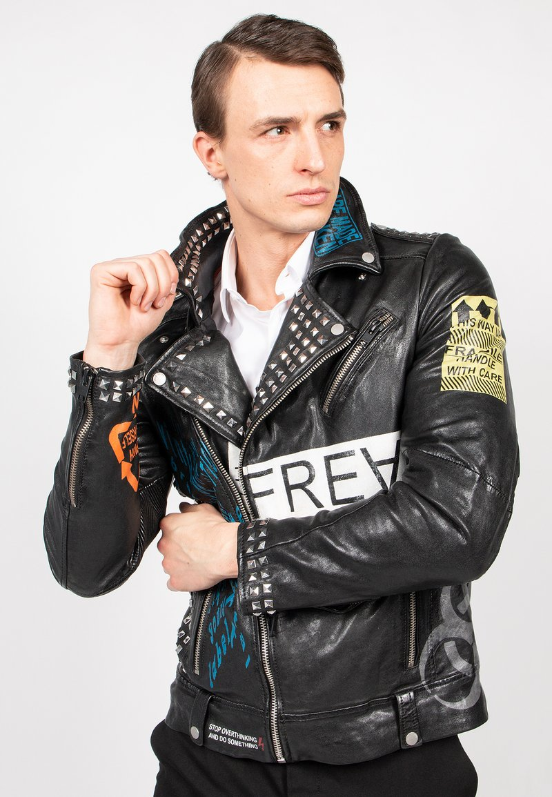 Freaky Nation - MR.ACE - Chaqueta de cuero - black/flame/chalk