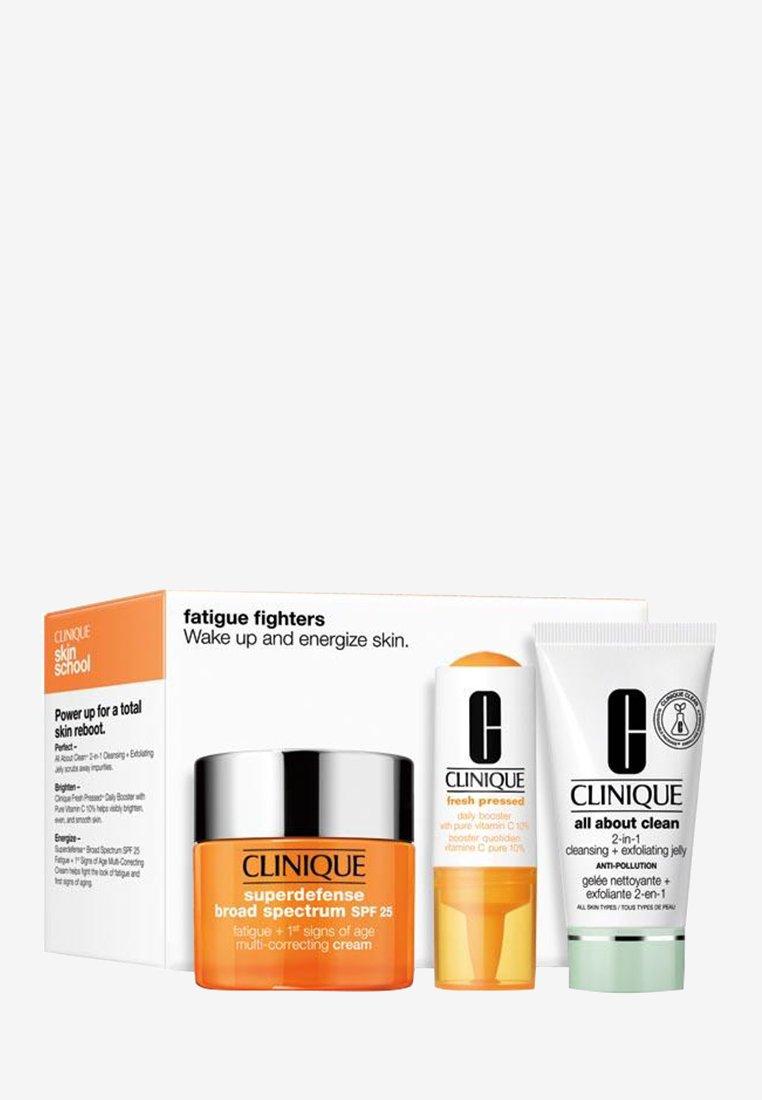 Clinique - FATIGUE FIGHTER SET - Skincare set - -