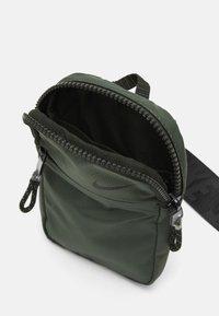 Nike Sportswear - UNISEX - Across body bag - sequoia/oil green/black - 2