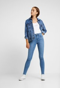 ONLY - ONLPOWER MID PUSH UP - Jeansy Skinny Fit - light blue denim