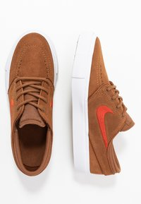 Nike SB - STEFAN JANOSKI - Trainers - light british tan/mystic red/white/light brown - 0
