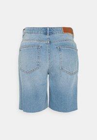 Noisy May - NMLUCKY LONGBOARDER - Shorts di jeans - light blue denim - 1