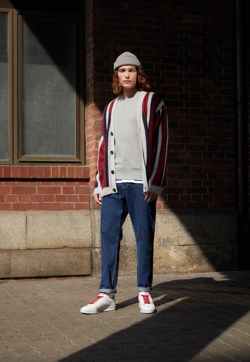 adidas Originals - CONTINENTAL 80 UNISEX - Trainers - footwear white/scarlet