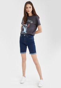 DeFacto - DISNEY LILO & STITCH - T-shirt print - anthracite - 1