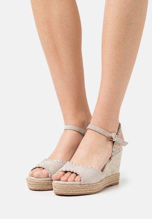 GYLDAN - Platform sandals - sand