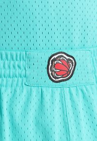 Mitchell & Ness - NBA SWINGMAN VANCOUVER GRIZZLIES - Sports shorts - teal - 6