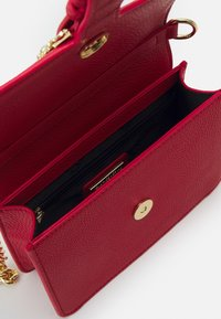 Versace Jeans Couture - COUTURE DISCOBAG - Across body bag - rosso - 3
