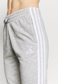 adidas Performance - ESSENTIALS FRENCH TERRY STRIPES PANTS - Pantaloni sportivi - medium grey heather/white - 4