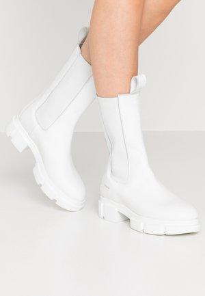 CPH500 - Platform boots - white