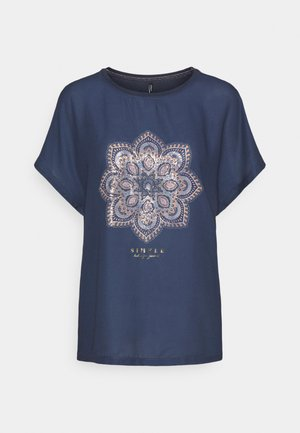 ONLARIA BOX - T-shirts med print - ombre blue