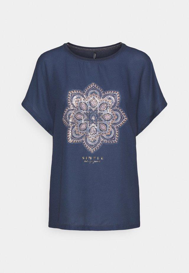 ONLARIA BOX - T-shirt z nadrukiem - ombre blue