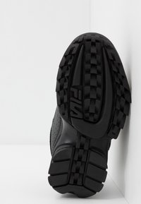 Fila - DISRUPTOR KIDS - Sneakers laag - black - 5