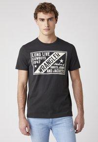 Wrangler - T-shirt med print - faded black - 0