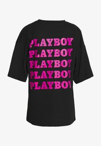 Missguided - PLAYBOY REPEAT OVERSIZED - Camiseta estampada - black/fuchsia - 1