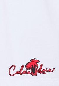 Calvin Klein - SUMMER GRAPHIC - Shorts - white - 2