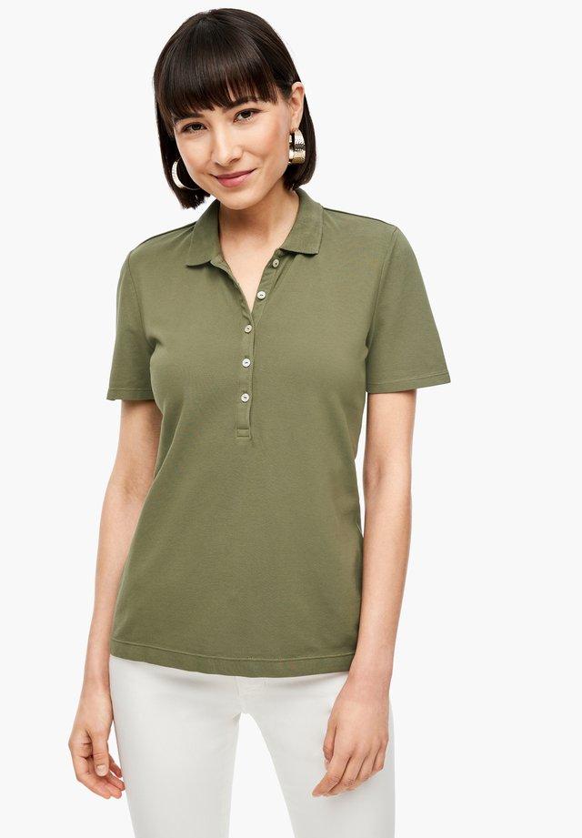 MIT PERLMUTTKNÖPFEN - Poloshirt - dark green