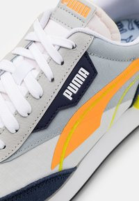 Puma - FUTURE RIDER TWOFOLD UNISEX - Joggesko - high rise/fluo orange - 5