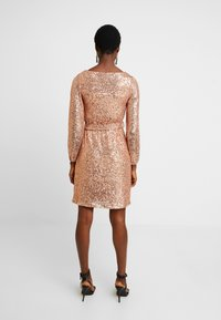 Dorothy Perkins - SEQUIN LONG SLEEVE FIT AND FLARE - Juhlamekko - rose gold - 3