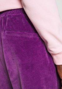 9N1M SENSE - TRACK PANTS UNISEX - Pantalon de survêtement - purple - 6