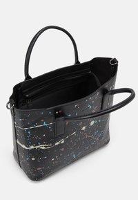 Desigual - BOLS SKY SPLATTING HOLBOX SET - Handbag - black - 2