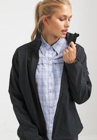Columbia - CASCADE RIDGE - Soft shell jacket - black - 3