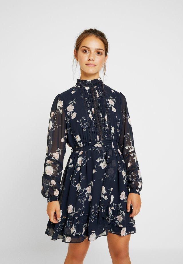 PEARL PINTUCK SKATER DRESS - Korte jurk - midnight bloom
