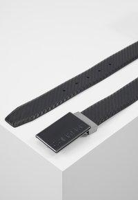 Calvin Klein - CARBON GIFTSET WALLET BELT SET - Pásek - black - 2