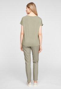 s.Oliver - Print T-shirt - khaki placed print - 2