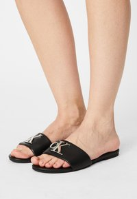 Calvin Klein Jeans - FLAT SLIDE  - Sandalias planas - black - 0