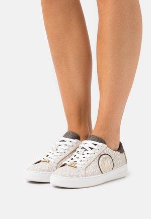 KEATON - Sneakers laag - vanilla/brown