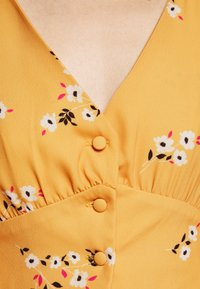 True Violet Petite - TRUE PLUNGE FRONT MIDI WITH BUTTON DETAIL - Košilové šaty - yellow - 6