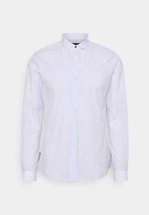 HURSTWOOD - Camisa - white/light blue