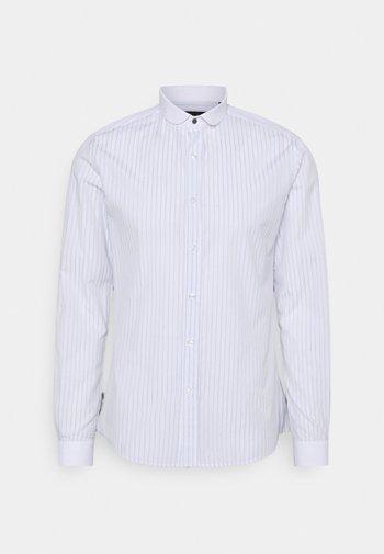 HURSTWOOD - Skjorta - white/light blue