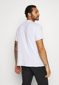 The Ragged Priest - TEE WITH STRAPPED PLUG DETAIL - Print T-shirt - white - 2