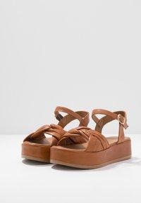 Carmela - Sandalen met plateauzool - camel - 4