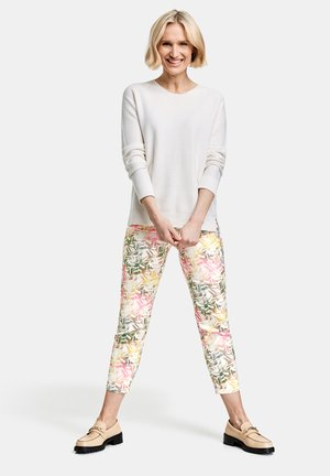 MIT BLUMENMUSTER REGUL - Slim fit jeans - rosa/candy